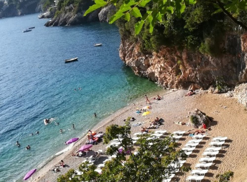 La plage St. Jakov