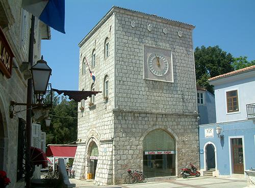 La piazza Vela placa
