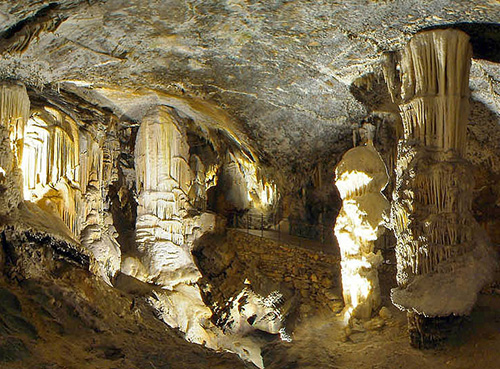 Grotta di Postumia